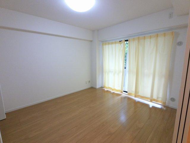 6.9帖の洋室は主寝室にいかがでしょうか。