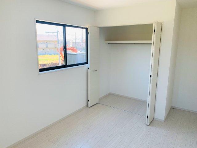 2階6.5帖 採光・通風がよいお部屋なので気持ちよく過ごせます。