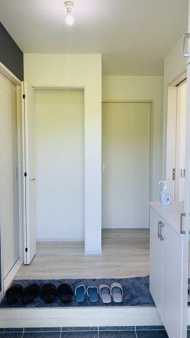 シンプルで落ち着いた玄関です。