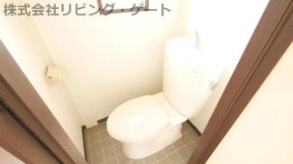 トイレ。トイレにも窓あります!