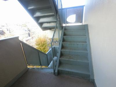 共用部分の階段です。
