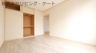 洋室6帖。クロスと床がリフォーム済なので綺麗です。