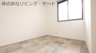 洋室4.3帖のお部屋。在宅ワークにも適してます!