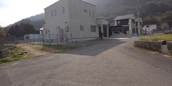 【前面道路含む現地写真】採銅所売土地