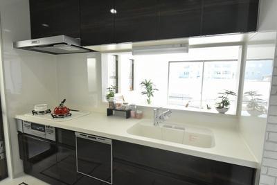 (キッチン参考)LIXILのシステムキッチンAS 食器洗浄乾燥機付、人造大理石シンク、浄水器付シャワー水栓など嬉しい設備と収納が満載♪