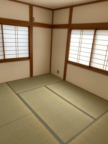 明るい和室となっております。来客用の宿泊部屋としてもご活用いただけます。