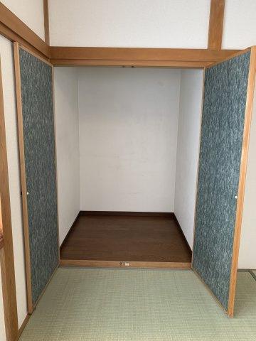 和室の納戸は、季節ものの布団をたくさん収納していただけます。