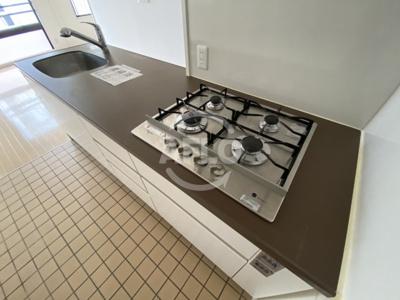 エイペックス東心斎橋II ガス4口のコンロは料理の腕が振るいます
