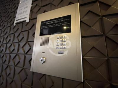 エイペックス東心斎橋II オートロック前には防犯カメラがあり安心です