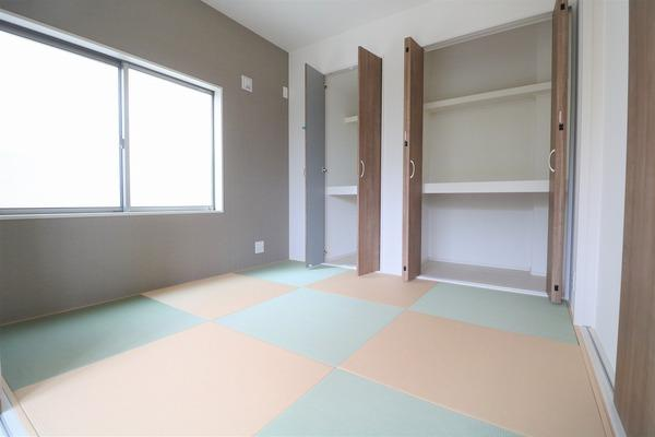 【和室】 1階4.5畳の和室。大きな収納スペース♪