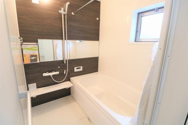 【浴室】 毎日の疲れを癒すゆとりある浴室です♪