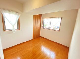 2面採光なので、お部屋が明るく、風通し良好です!