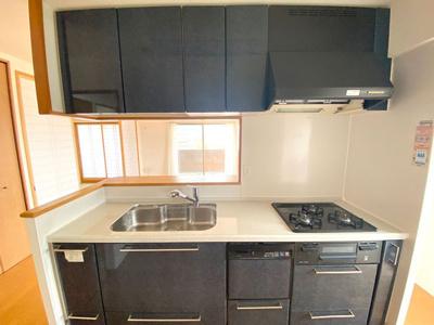 収納がたっぷりで作業スペースが広々したキッチンです!