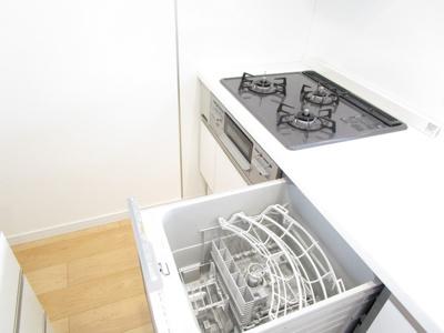 嬉しい3つ口コンロ、食洗機付キッチン
