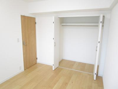 プライベートルームには、収納も充実しています。