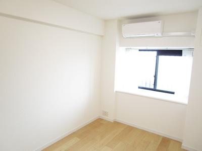 室内明るいフローリング洋室6.3畳