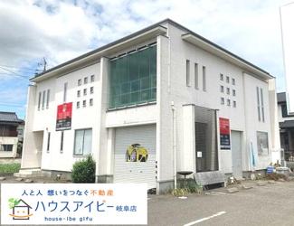 岐阜市西中島 中古住宅 駐車場8台+インナーガレージ付き!1階のフリースペースは店舗や事務所としてお使い頂けます♪