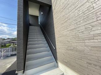 階段も屋根付き