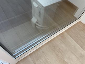 窓は樹脂サッシと複層ガラス