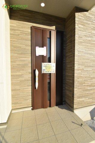 【玄関】西区西大宮2丁目 新築一戸建て 03