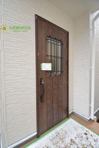 木目調のオシャレな玄関ドア☆彡