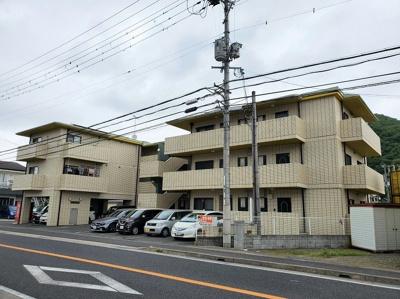 【外観】敷地面積:約245坪の収益マンション!