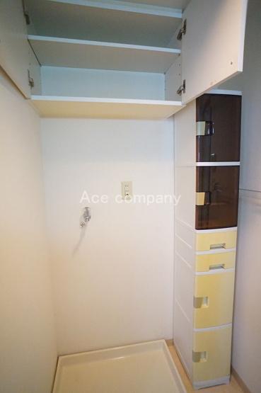 室内洗濯機置き場完備☆上部、収納棚あります♪