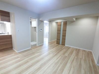 13.8帖のリビングは独立キッチンのため、ゆったりとリビングが使えます♪ ダイニングテーブルやソファーなどの家具もしっかりと配置できます。