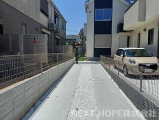 玄関前の駐車スペースです♪2台分駐車可能です!セカンドカーも駐車できますね(^^)