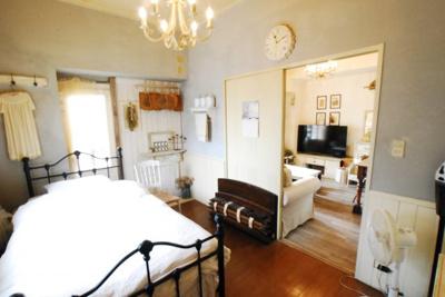 南側洋室になります。 天袋付きの収納 充実の6.5帖のお部屋 こだわりの室内空間でゆったりとした時間を過ごせます♪