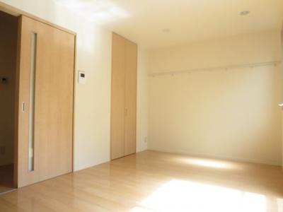 約7.4帖の明るいお部屋