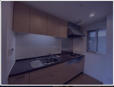 リビングからキッチンが見えないので、リビングの印象がすっきりしますよ!窓がついていて、匂いもこもりません!