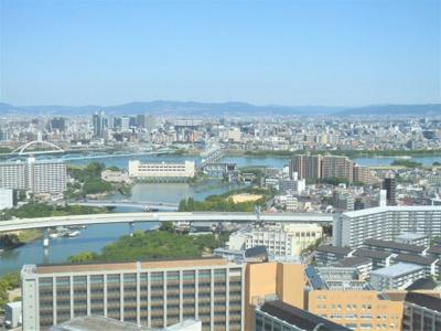 南東側に大川も望みます。