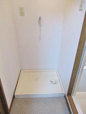 コンパクトな脱衣室と洗濯機置き場