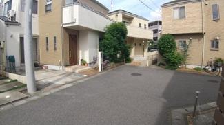八千代市萱田町 中古戸建 八千代中央駅 車の通り抜けができないため、周辺閑静な住宅地です。