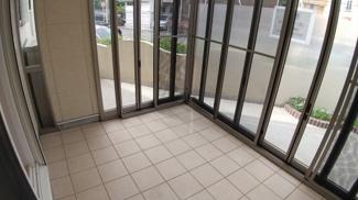 八千代市萱田町 中古戸建 八千代中央駅 サンルームはLDKから直結で、お子様の遊び場にも、ワンちゃん猫ちゃんの遊び場にも。