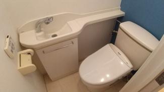 八千代市萱田町 中古戸建 八千代中央駅 ミニ水栓付きの1階トイレ。