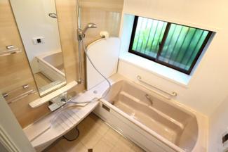 佐倉市白銀 中古戸建 京成佐倉駅 1坪タイプのお風呂は出窓付きで換気も楽々です。