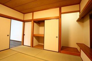 佐倉市白銀 中古戸建 京成佐倉駅 1階8畳和室。床の間と押し入れもついています。