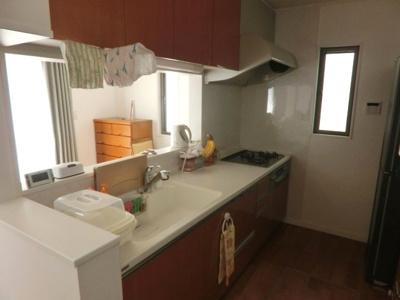対面キッチン 食洗機完備。