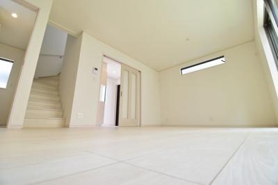 リビングイン階段はご家族が顔を合わせる機会も自然と増えます。ご家族の会話と笑顔が増える空間に。