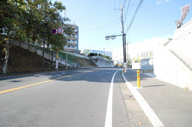 【前面道路含む現地写真】新築 藤沢市本藤沢2丁目 5号棟