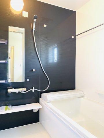 【同仕様施工例】三面鏡の収納と収納棚ですっきりキレイに片付きます。