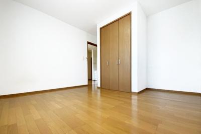 《洋室7.2帖》お部屋は全室6帖以上ありゆったりとした間取り。5部屋もありご家族が多くても安心ですね。