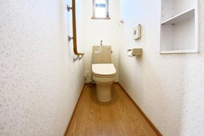 トイレは1階と2階にあり、わざわざ違う階までいかなくてもよいので便利です。忙しい朝でもトイレが混む心配はありませんね。