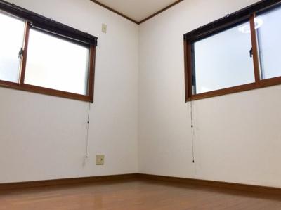 3階の約3.8帖の洋室です♪