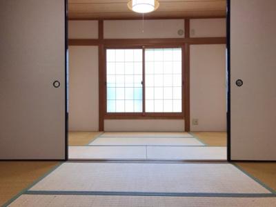 3階の和室です♪6帖の部屋が続き間になっていますが、リフォームで広い洋室に仕上げればゆったりとした主寝室になります♪