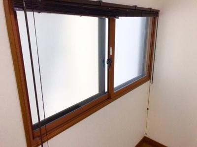 3階の窓は全て「インプラス」という2重サッシ構 造となっています♪こうすることで断熱性能も上がり、結露も少なくなります♪