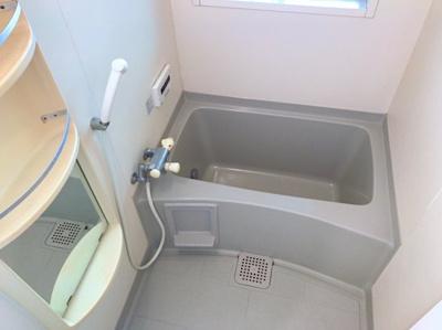 浴室はきれいな状態です♪クリーニングを入れれば気になりませんね♪