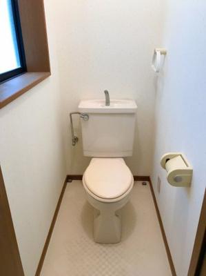 1階のトイレです♪トイレは交換しておきたいですね♪